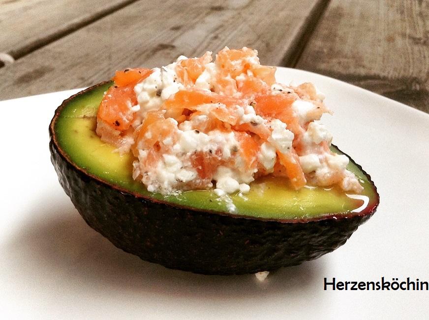 avocado mit huettenkaese lachs fuellung