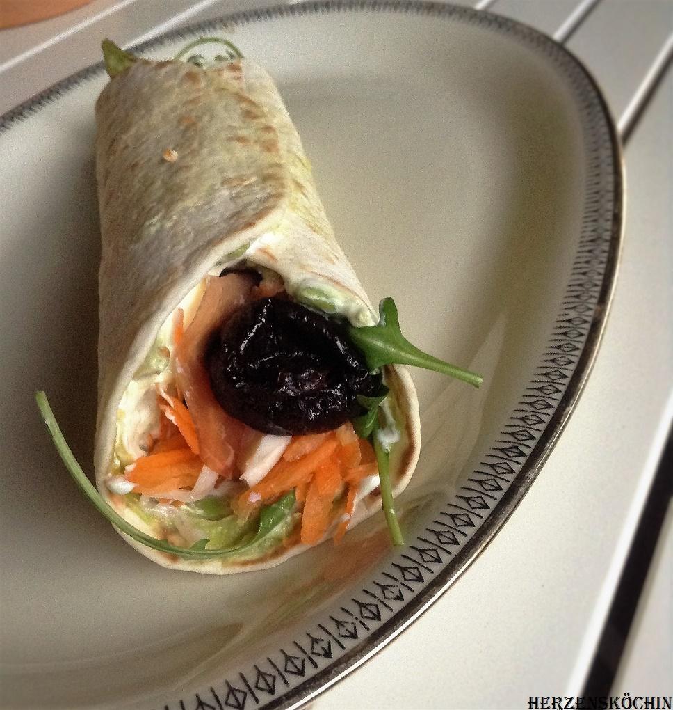 Heute habe ich inspiriert vom Foodblogday München, ein Easy Peasy -Rezept für die schnelle Abendbrot-Küche, ein paar gefüllte Wraps unter anderem mit Kalifornischen Trockenpflaumen.Wraps mit Avocado-Serano-Schinken-Füllung und kalifornischen Trockenpflaumen