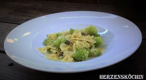 Zitronen-Pasta mit Romanesco und Kapern