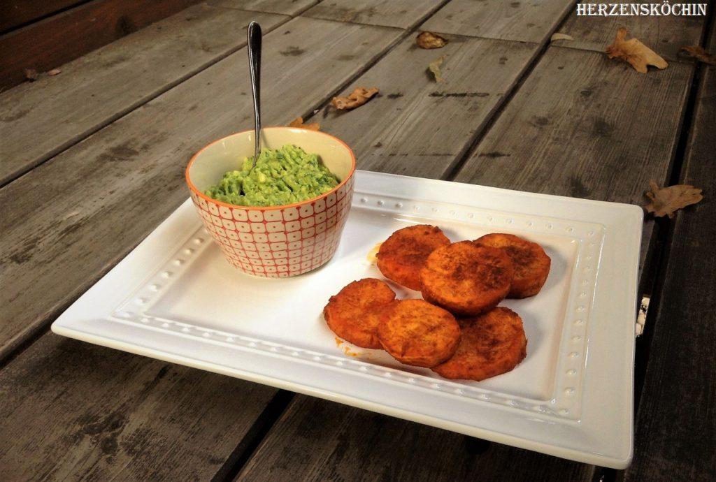Sueßkartoffel-Taler mit Avocado-Koriander-Dip