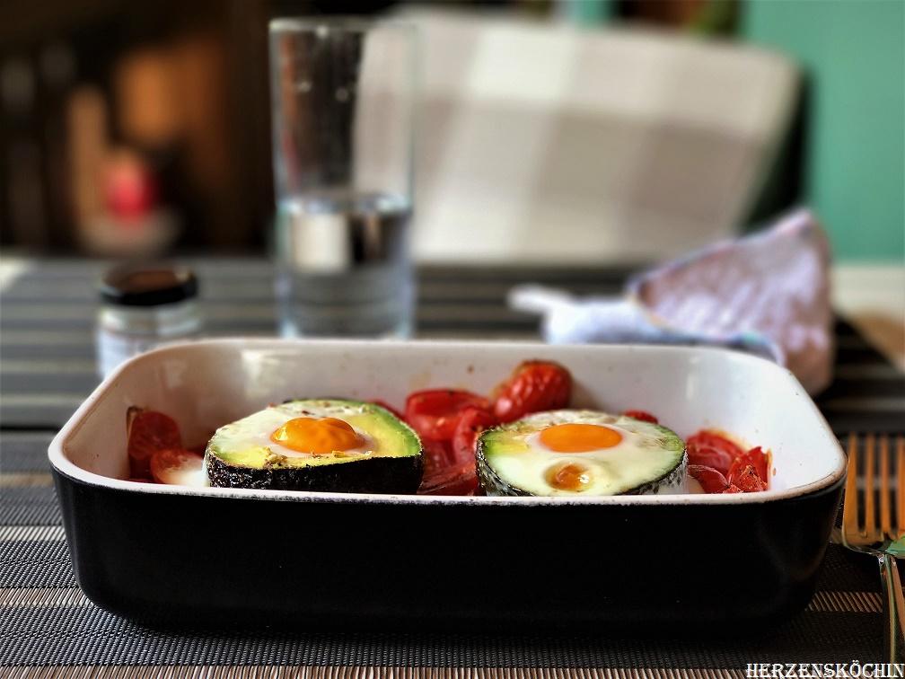 Avocado gefüllt mit Ei