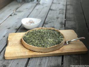 Grünkohl-Quiche mit Garnelen und Bergkäse