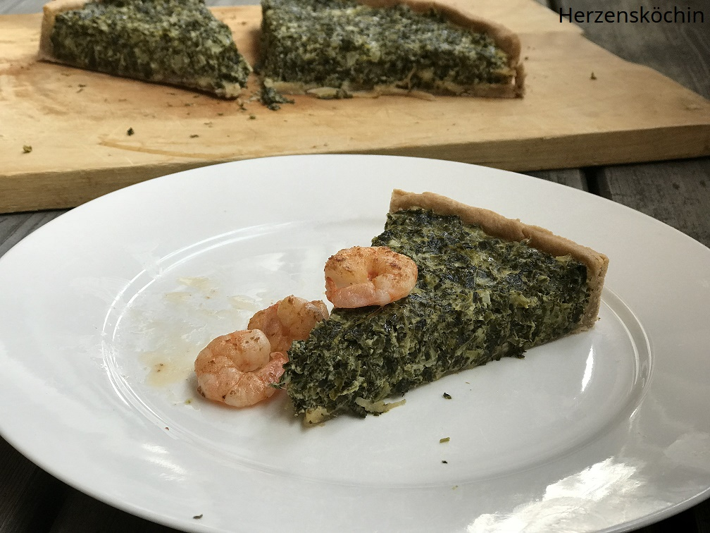 Grünkohl-Quiche mit gebratenen Shrimps und Bergkäse